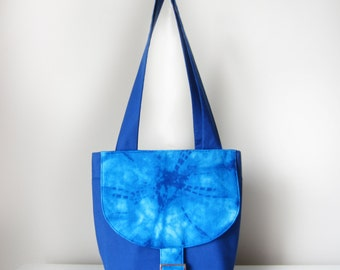 Shoulder Bag / Fabric Handbag for Women with Pockets and Zip in Blue Tie Dye Pattern