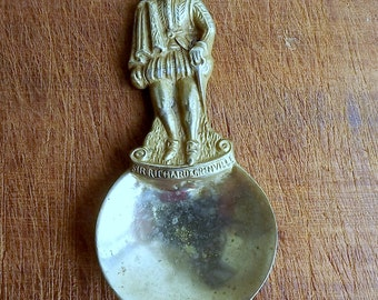 Brass caddy spoon featuring Sir Richard Grenville, with registered number from 1926