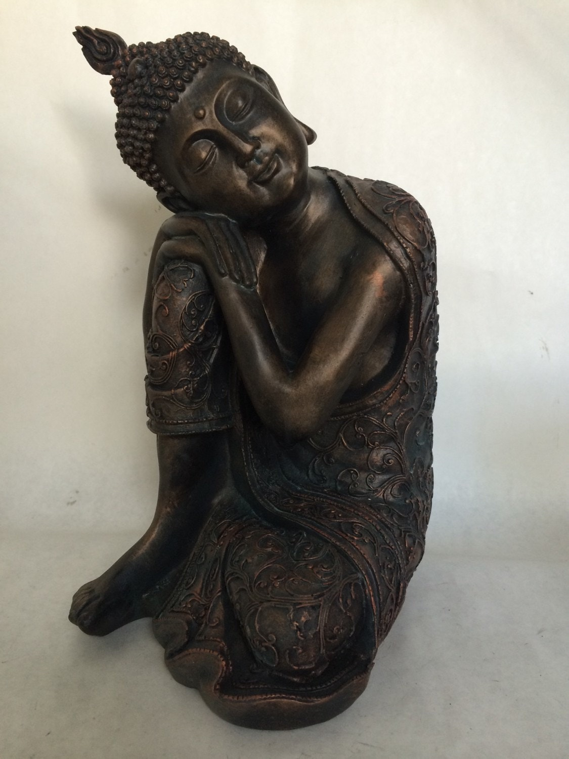 sitting buddha statue dark bronze copper patina meditating. Black Bedroom Furniture Sets. Home Design Ideas