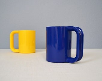 Two Vintage Heller Massimo Vignelli Melamine Max Mugs - Yellow and Blue