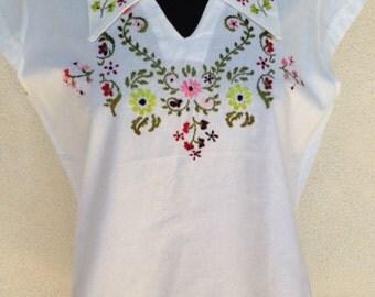 Sale Vintage white cotton blouse floral embroidery collar cap sleeves sz M/L