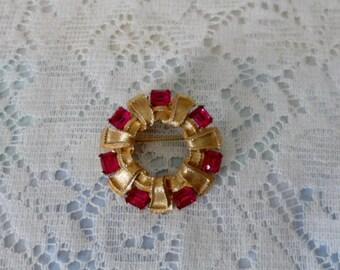 Vintage Jewelry Lisner Brooch Circle Pin Pink Emerald Cut Rhinestones Ribbon Designer High Fashion Designer Jewelry Mod Elegant