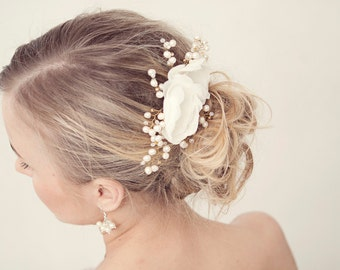 Bridal hair comb. Ivory flower pearl hair comb. Wedding hair comb. Pearl flower hair comb. Bridal hair accessories. Bridal headpiece.