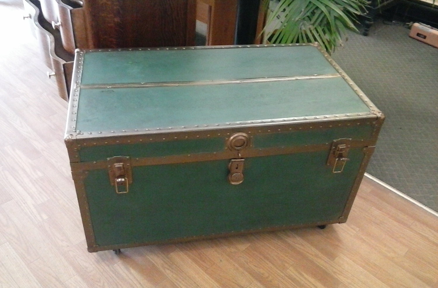 Large Vintage Steamer Trunk With Original Tray On Wheels