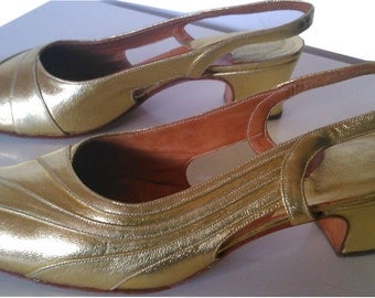 Vintage shoes sandals golden gold leather mod gogo twiggy 1960