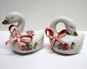 Vintage Pair of Porcelain Swan Figurines, Made in China - Collectibles - Home Decor