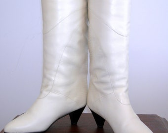 Vintage 1980s CALICO Brazilian Boots Creme Leather Alligator Croc Boots Made in BRAZIL Fashion Knee High High Heel Like Deadstock New Size 7