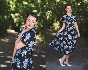 Vintage Maxi Print Dress / Leaf Print Dress / Bat Wing Sleeved Dress / Boho Chic Dress / 1970's Vintage Dress / Print Hippie Dress