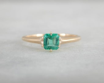 Square Emerald, Antique Solitaire Ring In Yellow Gold QLYPY8-N