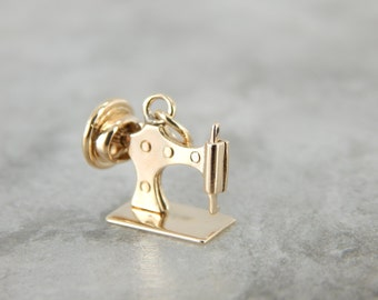 Vintage Sewing Machine Charm in Yellow Gold ZEDQP8-N