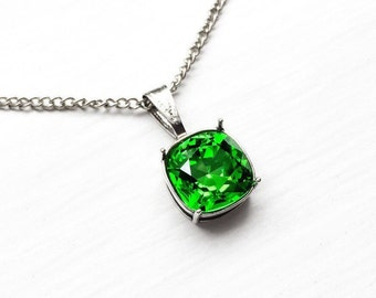 Kelly Green Swarovski Crystal Pendant Necklace, Fern Green Crystal Bridesmaid Necklace, Green Bridal Jewelry