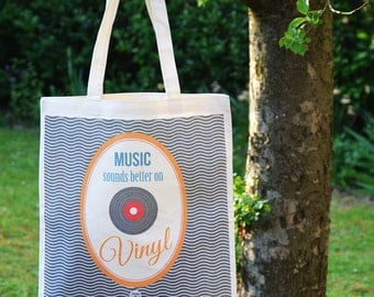 """Tote bag: """"Music sounds better on Vinyl"""" - DC"""