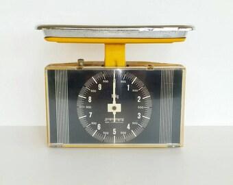 Retro scales, Vintage scales, 1960s German Scales, Vintage Stube scales, yellow Stube scales