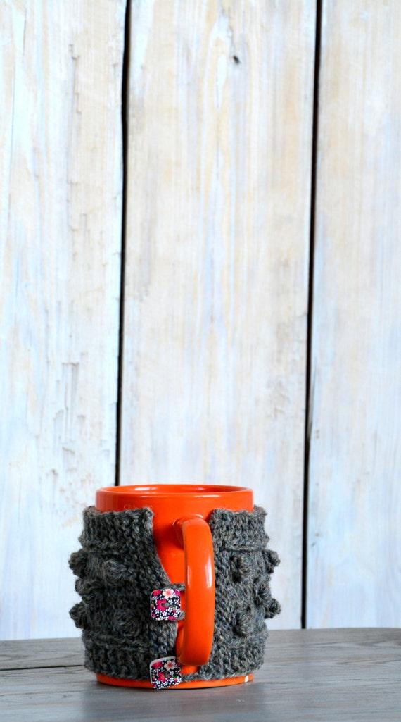 Knit Mug Cozy. Natural Wool Mug Warmer with big nupps. Flower tea cup cozy. Mug hug with flower buttons.