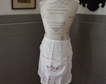 This is adorable vintage  apron