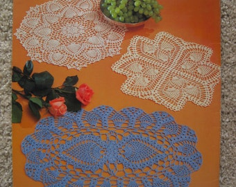 Crochet Pattern Book - Pineapple Crochet Favorites - designed by Rita Weiss - American School of Needlework #1021 - Vintage 1982