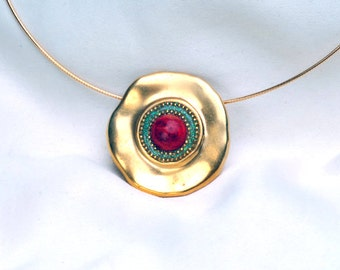 Round pendant necklace made of sterling silver plated with 24k gold embedded with big coral stone