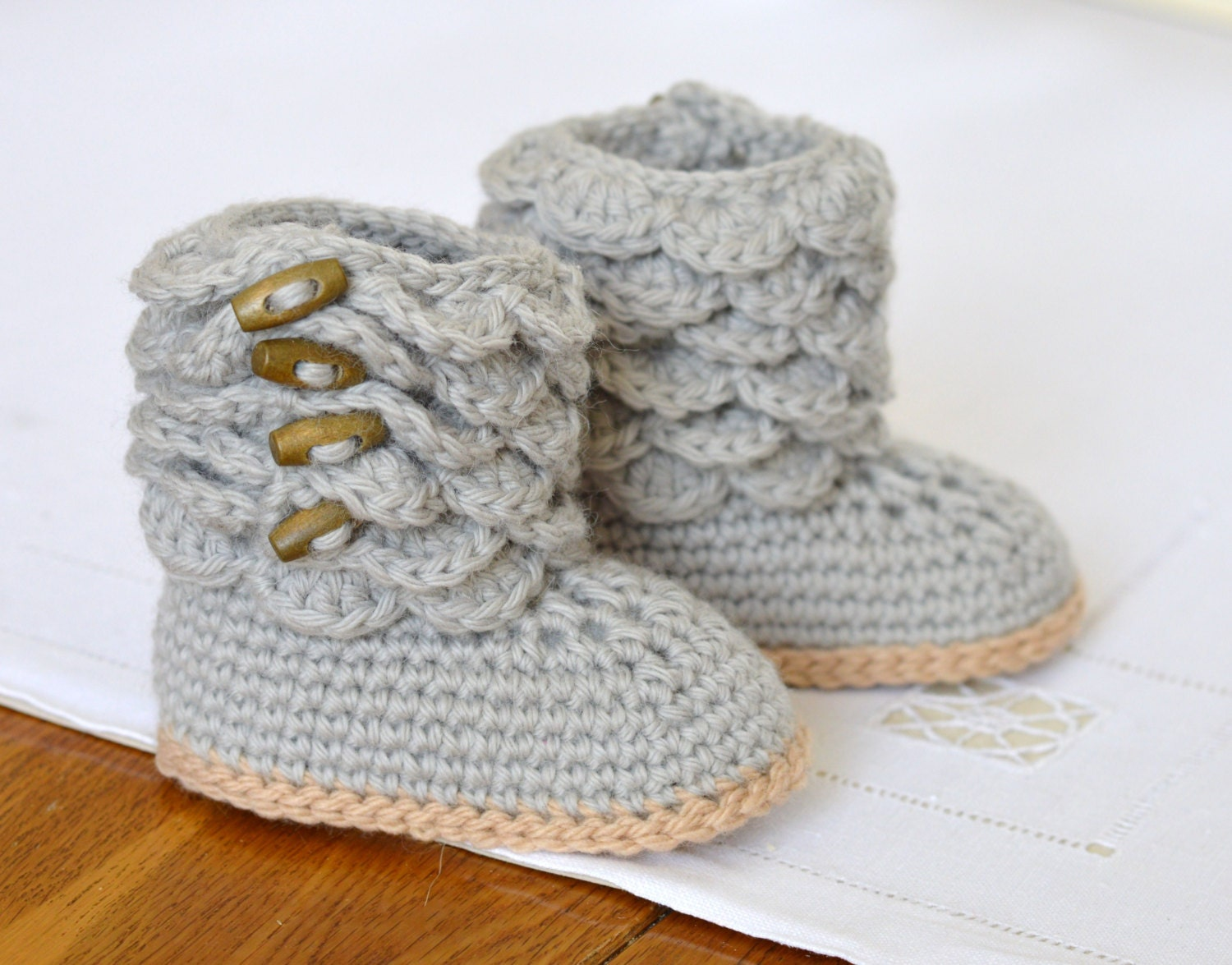 Free Printable Crochet Patterns For Baby Sandals : Crochet Pattern Baby Booties with Scallops Baby Shoes Pattern