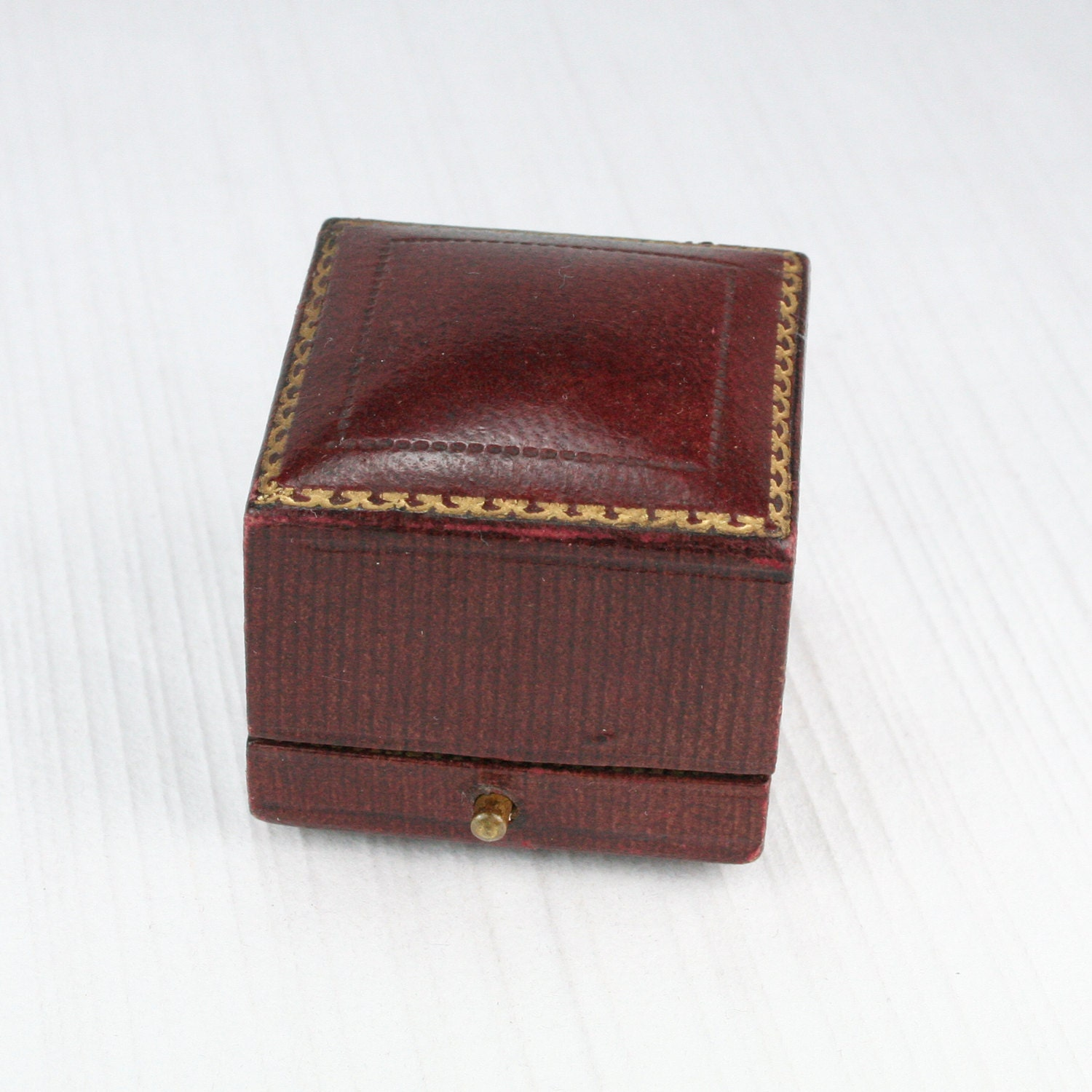 antique maroon leather ring box wedding or by heartdecoshop