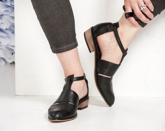 Black Leather Shoes / Women Flats / Every Day Shoes / Straps Leather Sandals / Comfortable Summer Shoes / Wooden Heels Shoes-Ford
