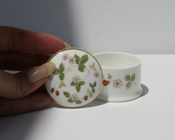 Wedgwood Wild Strawberry Round Trinket Box Bone China