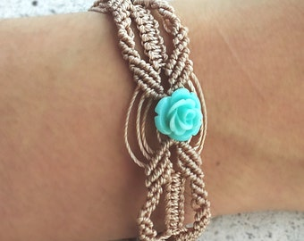 Macrame ecru-colored bracelet with turquoise rose shaped beads