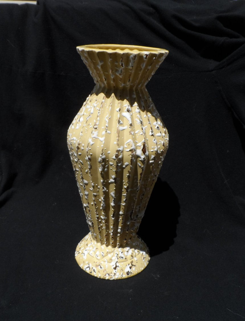 yellow splatter pottery vase savoy china 24 k gold splatter. Black Bedroom Furniture Sets. Home Design Ideas