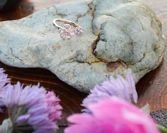 Elegant romantic crystal flower ring // very delicate looking // super cute // match with everything!