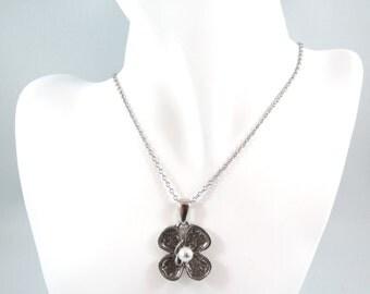 Trèfle à quatre feuilles with Pearl pendant