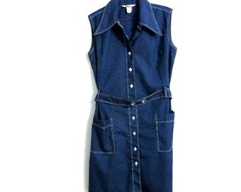 Blue 1970s dress -  Sleeveless shirt dress with button front - Permanent press - Size 10 to 12 - Vintage size 16