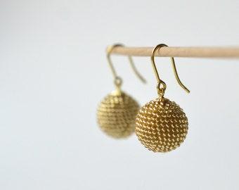 Globe earrings gold