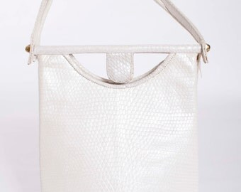 Vintage 1950s Handbag White Pearly Finish Faux Snakeskin 50s Vintage Purse Stamped Leather and Hinge Clasp
