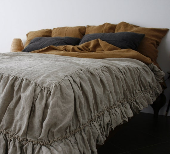 Linen coverlet with two ruffles linen bedspread dust ruffle for Frilly bedspreads
