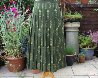 Vintage UK 14 US 10 EU 42 Country Casuals pleated skirt