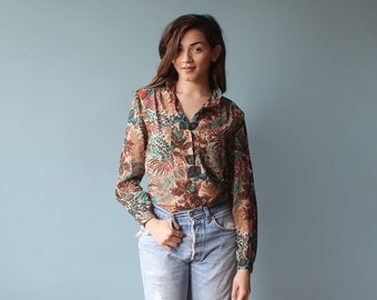 long sleeve floral blouse / botanical print button up top / 1980s / small