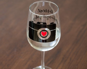 Photographer gift idea wine glass. Editing day, custom glass with camera, red heart, personalized studio name. Perfect photography gift idea
