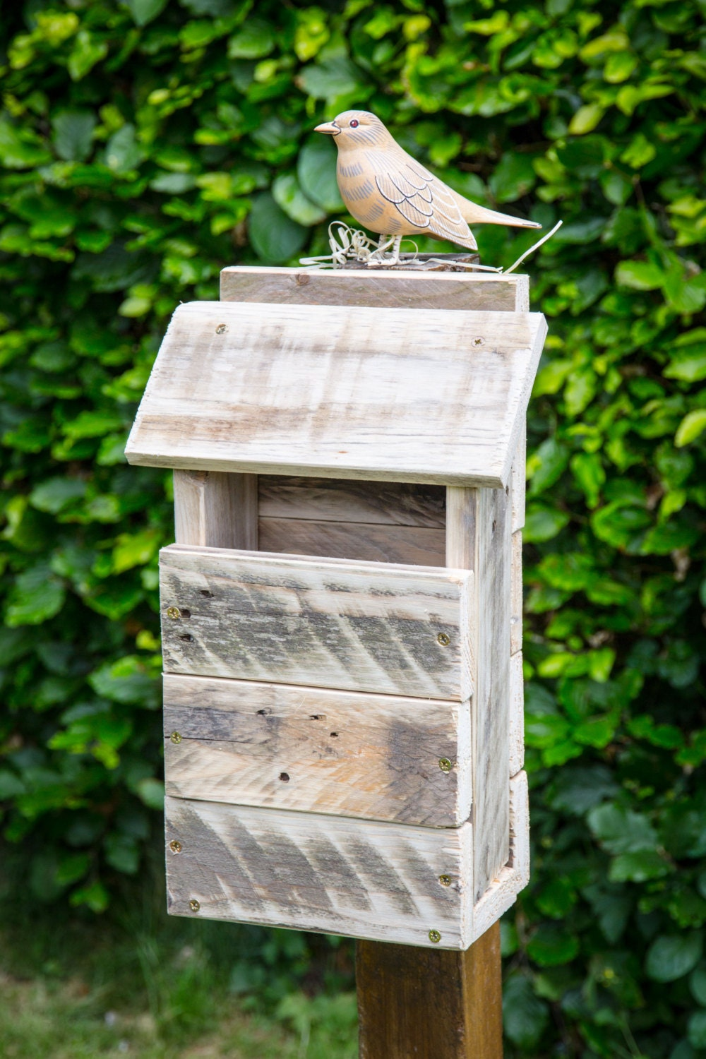 how to make a bird box out of wood