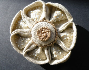 Spilla fiore di stoffa con ricami di perline-Fabric flower brooch with beaded embroidery