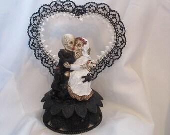 Halloween bride and groom wedding cake topper with black and white heart- Halloween Wedding Cake Topper- Skeleton Wedding Couple - Graveyard