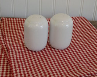 Retro Salt and Pepper Shakers, White Salt and Pepper Shakers, Vintage Shakers