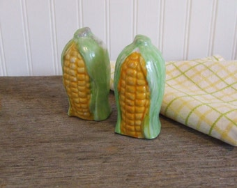 Corn Salt & Pepper Shakers, Corn Cob,  Yellow Corn, Vintage Shakers