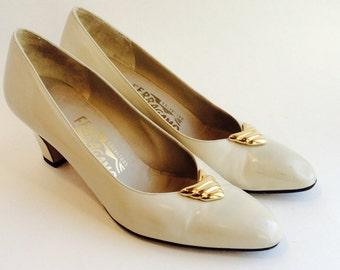 Salvatore Ferragamo Low Heel Vintage Saks Fifth Avenue Pumps Size 7 AAA Made in Italy Ferragamos Business Casual Low Heels Cream Beige Shoes