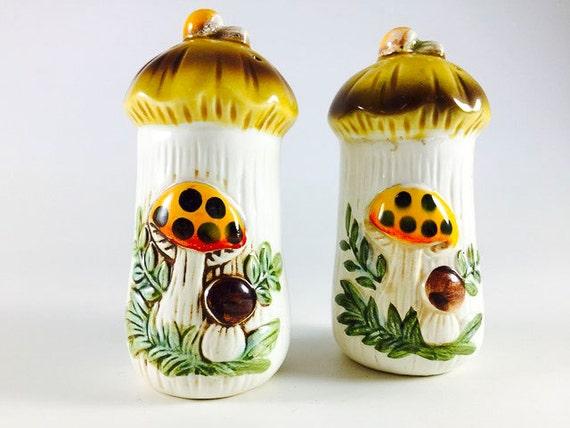 Vintage Mushroom Salt And Pepper Shakers Vintage Merry Mushroom Salt