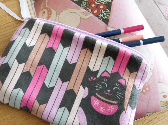"""Suede zipper pouch """"MANEKI NEKO"""" - kawaii cat & arrow original design - pink black - makeup pen phone - Japanese gift - Made in France"""