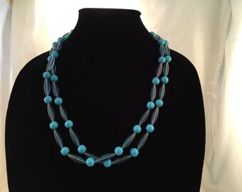 Retro shades of blue plastic bead necklace