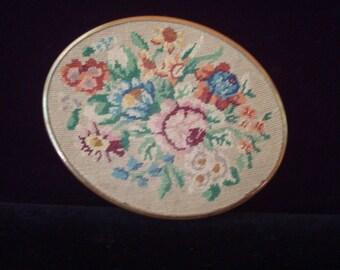 Vintage Handmade Schildkraut petit point compact