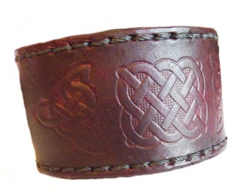 Celtic Leather Cuff ( width 40 mm) with hand stitched detail and solid brass buckle