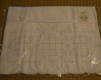 Vintage Pillowcases (set of 2) Linbro No. 2415 Cotton Embroidery