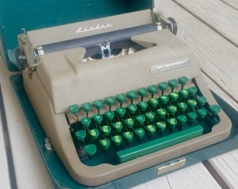 Vintage Underwood Leader Manual Typewriter with Green Keys