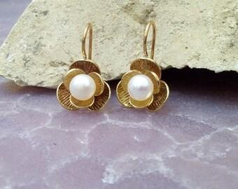 SALE! White pearl earrings,hook earrings,gold earrings,freshwater pearl earrings,bridal earrings,bridesmaid jewelry